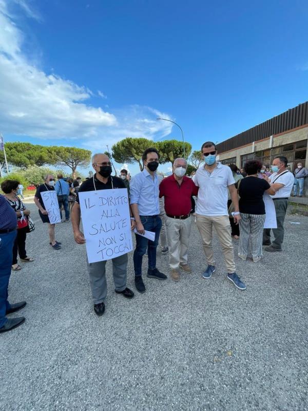 images Lamezia Terme. Campo rom di Scordovillo, anche il consigliere regionale Pitaro al sit-in