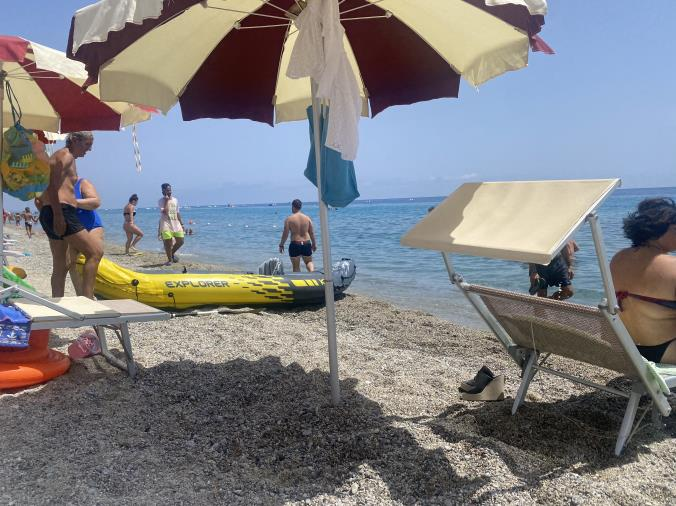 images Bimba si perde sulla spiaggia di Montauro, ritrovata dai bagnanti
