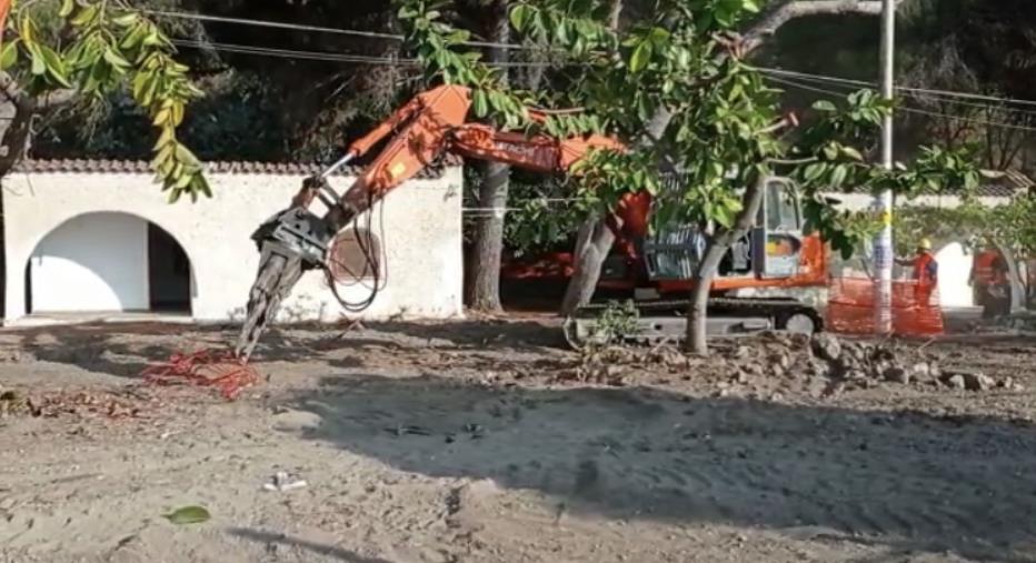 images Caminia, arrivano le ruspe: al via la demolizione delle villette della discordia (VIDEO)