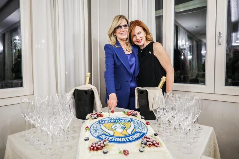 Elisabetta Vigilante è la nuova presidente del Saroptimist Club di Catanzaro. Succede ad Adele Manno