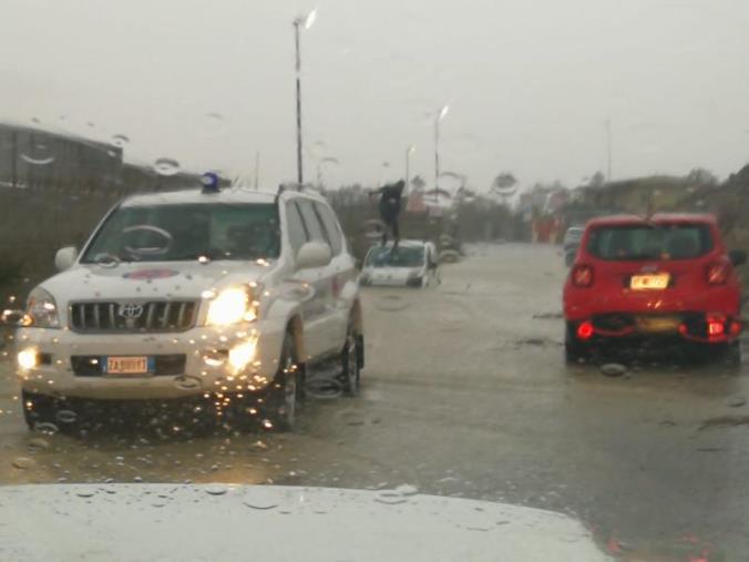 """images Alluvioni. Attivati gli interventi della Regione. Al via i sopralluoghi della Prociv. Il presidente Spirlì: """"Promesse mantenute"""""""
