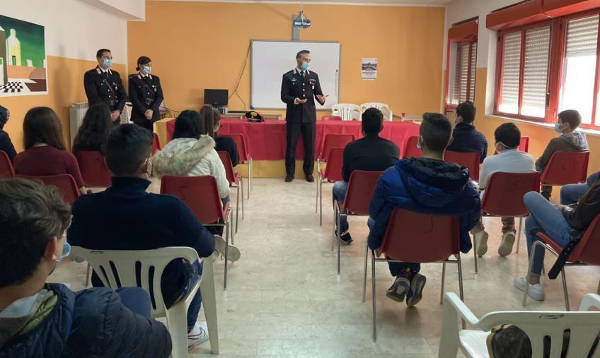 images Bianco. A scuola di legalità: i carabinieri incontrano gli studenti della Locride