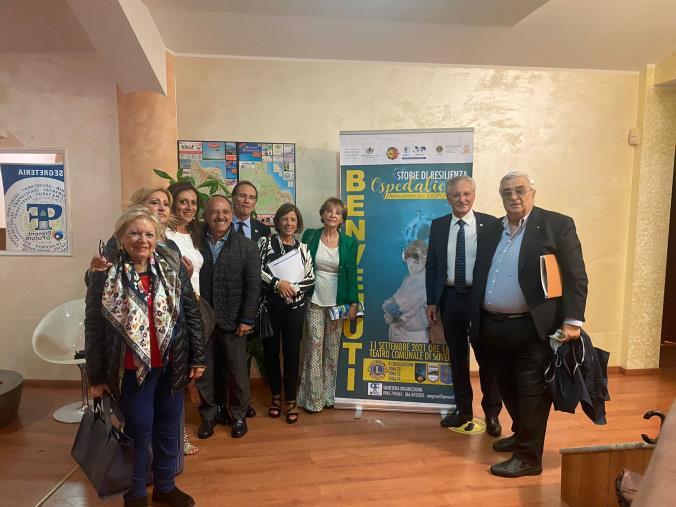 """images Emozioni e testimonianze sul palco del Teatro Comunale di Soverato con le """"Storie di resilienza ospedaliera"""""""