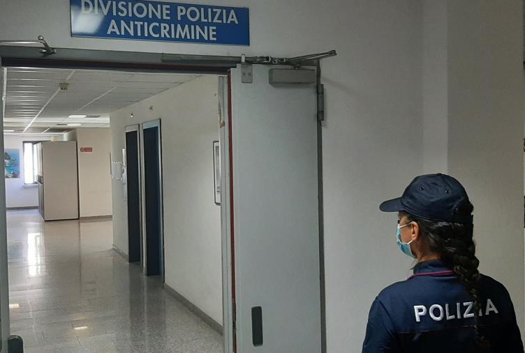 images Reggio Calabria, la musica del matrimonio costa troppo e il marito aggredisce la neo sposa: interviene la polizia