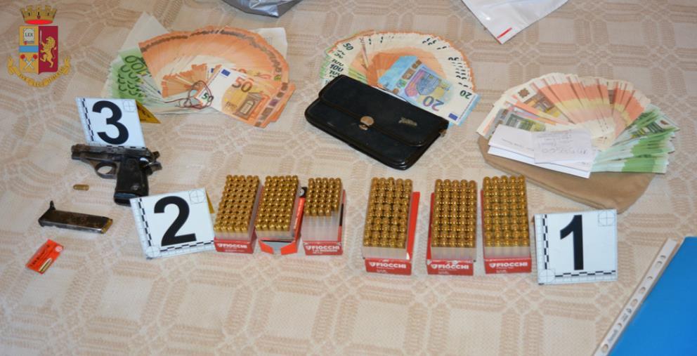 images Vibo Valentia. Teneva in casa illegalmente un arma e banconote di vario taglio: un arresto a Rombiolo