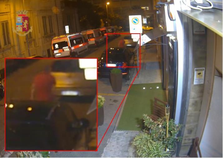 images Reggio Calabria, aveva danneggiato e incendiato diverse auto in centro: individuato e arrestato un 39enne