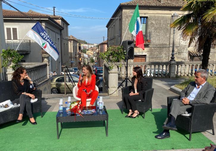 images A Borgia Fratelli d'Italia è tutto al rosa: inaugurato il nuovo circolo (VIDEO)