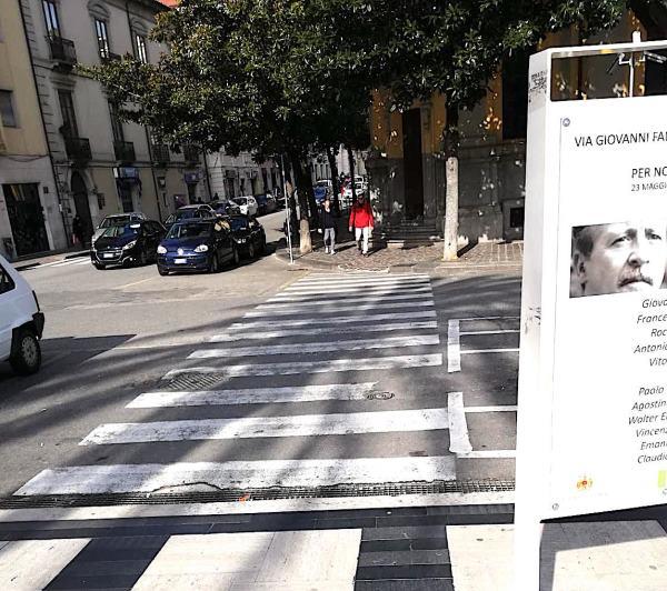 images Parcheggi selvaggi e barriere architettoniche, ecco come vive un disabile a Catanzaro