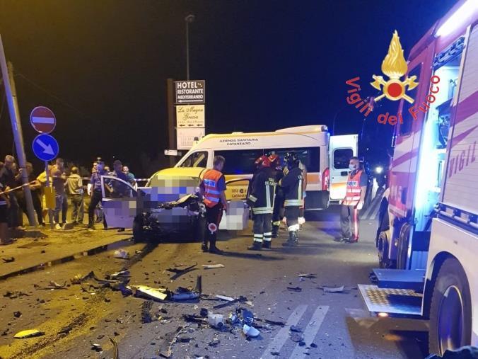 images Tragedia nel Catanzarese. Due vigilanti morti e un ferito grave in uno scontro sulla 106, a Sellia Marina