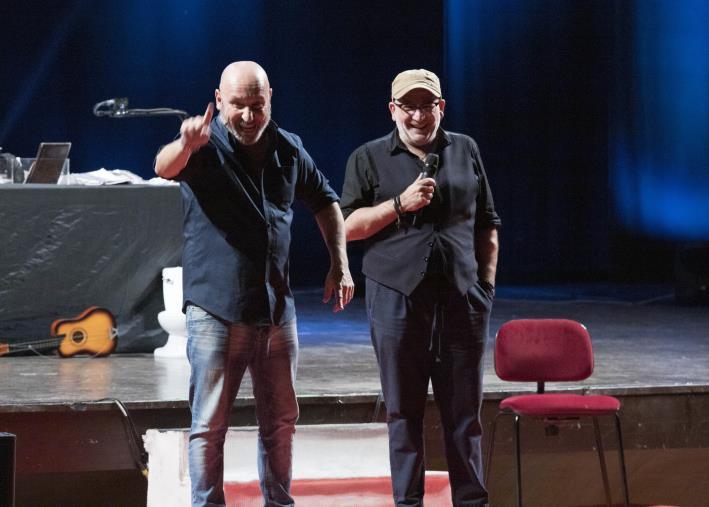 """images L'ironia di Battista e il suo """"viaggio"""" fatto di amore e dolori travolge il teatro Cilea di Reggio Calabria"""