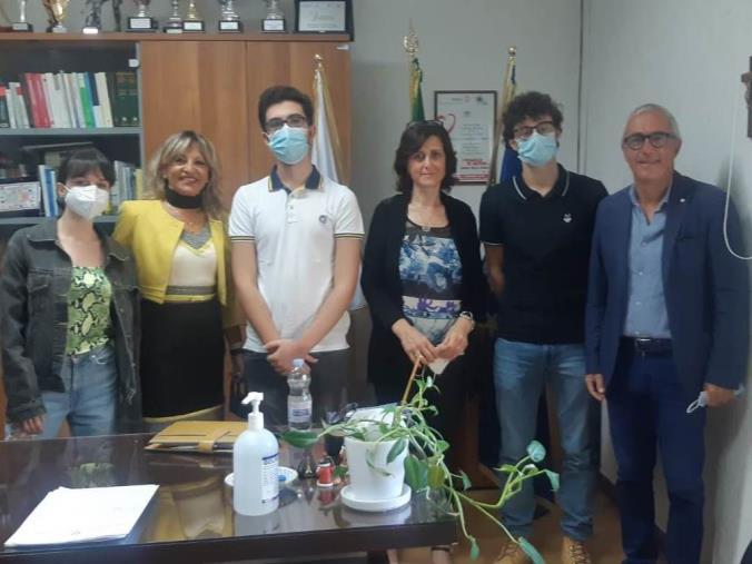 """images Catanzaro, 26 alunni del liceo Scientifico """"Siciliani"""" superano i test di accesso nei Corsi di Medicina e Chirurgia in tutta Italia"""