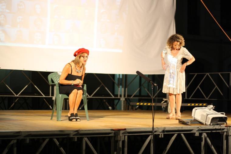 """images Omofobia sul palco a Crosia con """"Il quadrato in Scena"""""""
