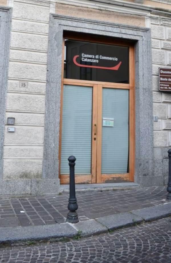 images  Catanzaro in rivolta: «Giù le mani dalle Camere di Commercio»