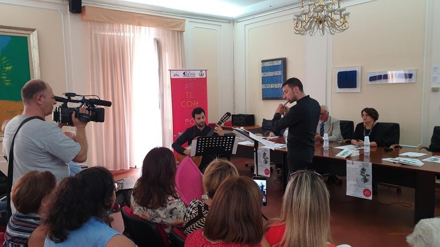 """images Chiaravalle, musica classica e arte da cornice alla presentazione del libro """"Diario di una resiliente"""" di Vicky Gullì"""