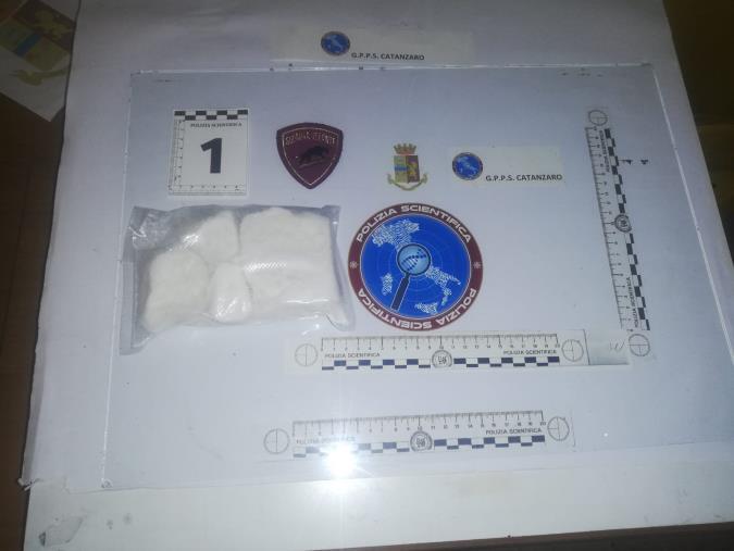 images Catanzaro. La Polizia arresta un 34enne: scoperto con 400 grammi di cocaina