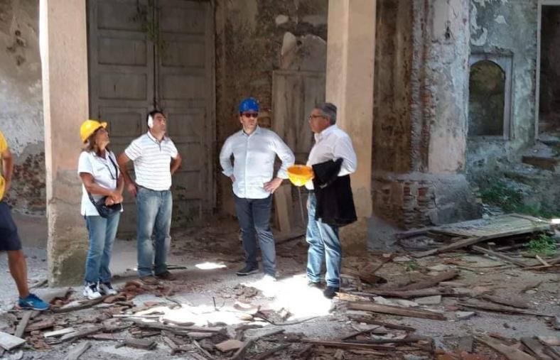"""images Conflenti, numero due di Amazon: """"Straordinario progetto recupero borgo antico"""""""