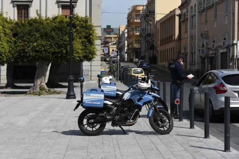 images La Polizia arresta per resistenza un reggino di 43 anni: aveva tentato di sottrarsi ai controlli disposti dal DCPM Coronavirus