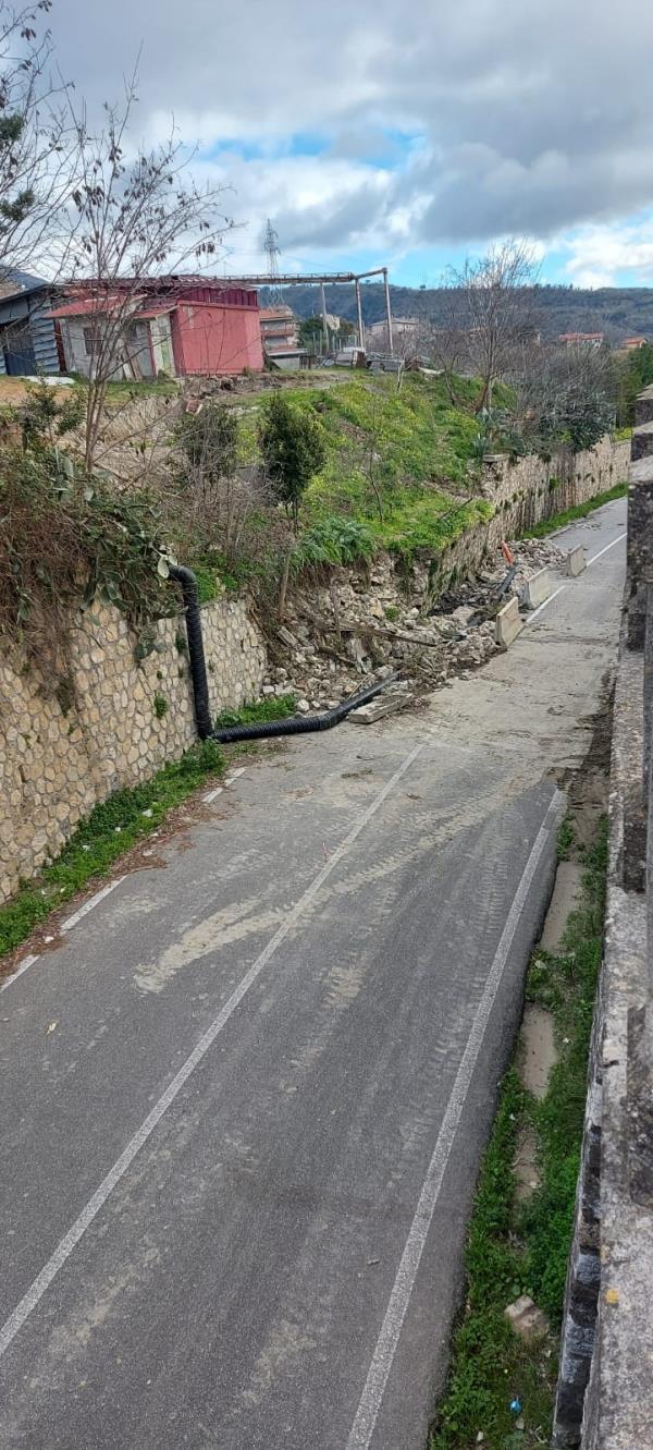 images Crollo del muro sulla Provinciale 168/1. Il sindaco di Marcellinara, Scerbo scrive al prefetto per sbloccare la situazione