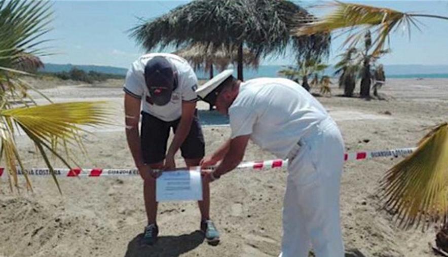 images Sulla spiaggia perfino le betonelle: scattano i sigilli a Curinga