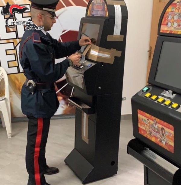 images Bianco, slot machines senza autorizzazione: maxi sanzione ad un circolo privato