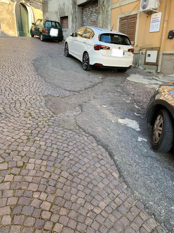 """images """"C'era una volta un rione bellissimo..."""" . Oggi della Maddalena restano solo rattoppi di cemento e asfalto"""