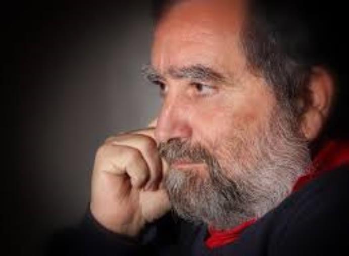 """images Lo scrittore Domenico Lanciano, fondatore e responsabile dell'Università delle Generazioni, regala il suo libro """"Il sobillatore"""""""
