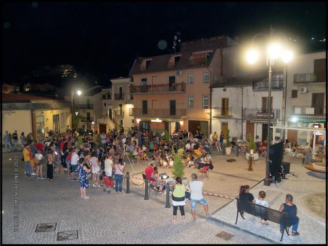 """images Estate Calovetese. Grande partecipazione di pubblico, il Sindaco: """"Vivere il borgo per riappropriarsi di normalità"""""""
