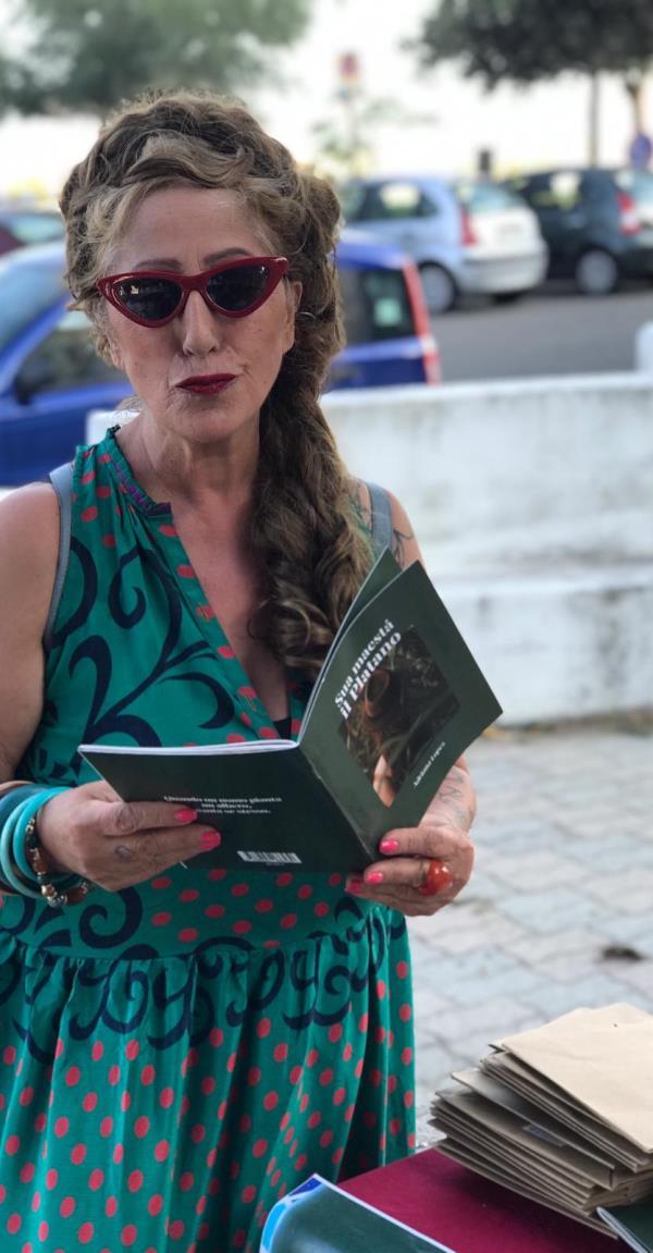 """images Catanzaro, presentato il libro """"Sua maestà il Platano"""" di Adriana Lopez"""