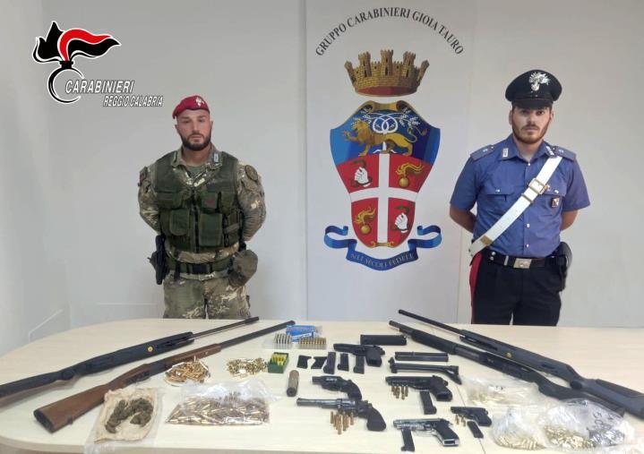 Gioia Tauro, I carabinieri trovano un arsenale: 2 arresti