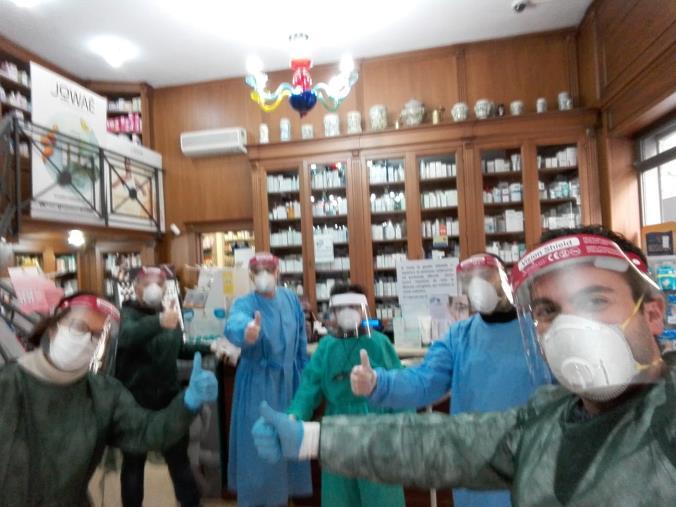 """images Coronavirus. La Farmacia Sestito di Catanzaro lancia un messaggio di speranza: """"Ci vorrà del tempo, ma ce la faremo"""" (VIDEO MESSAGGIO)"""
