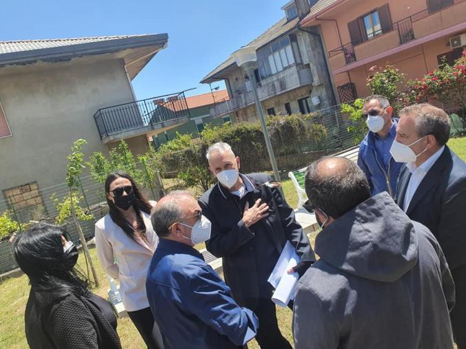 """images A Girifalco crescono gli """"Alberi della legalità"""", all'iniziativa civica con le scuole anche l'assessore regionale De Caprio"""
