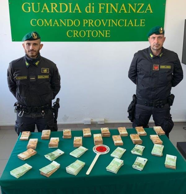 images 'Ndrangheta. Fiumi di denaro in contante a disposizione dei clan crotonesi: sequestrati 360mila euro