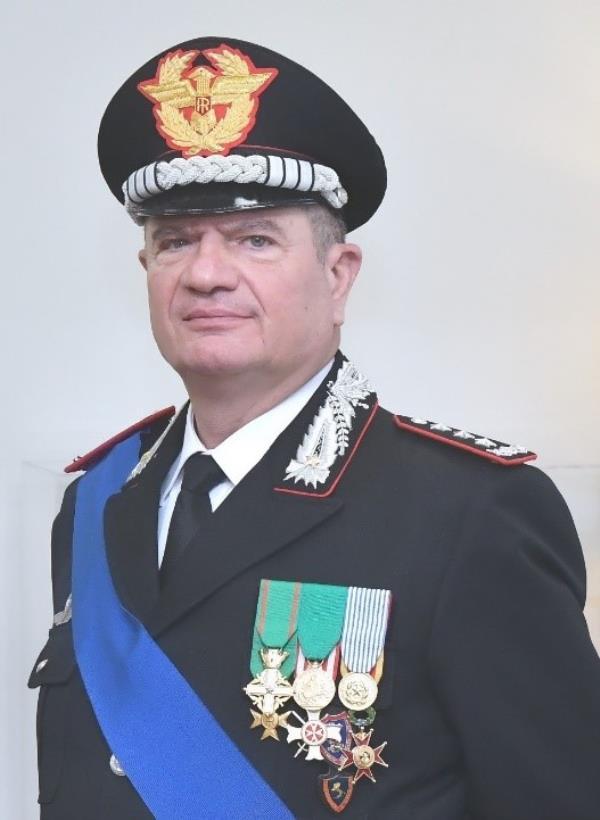 images Il generale dei Carabinieri Gianfranco Cavallo in visita alla Legione Calabria a Catanzaro