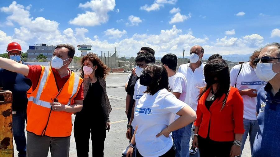 images Il Nautico 'Petrucci' di Catanzaro in visita all'Autorità portuale di Gioia Tauro: l'esperienza dei maturandi del progetto alternanza scuola-lavoro