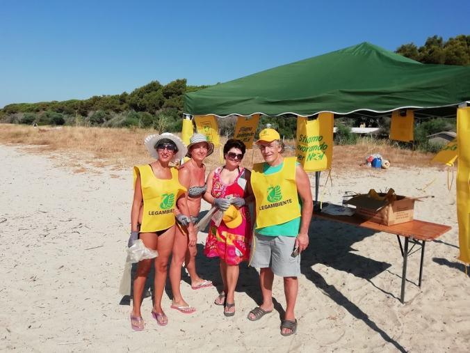 images A Sellia Marina residenti e turisti insieme per la giornata ecologica