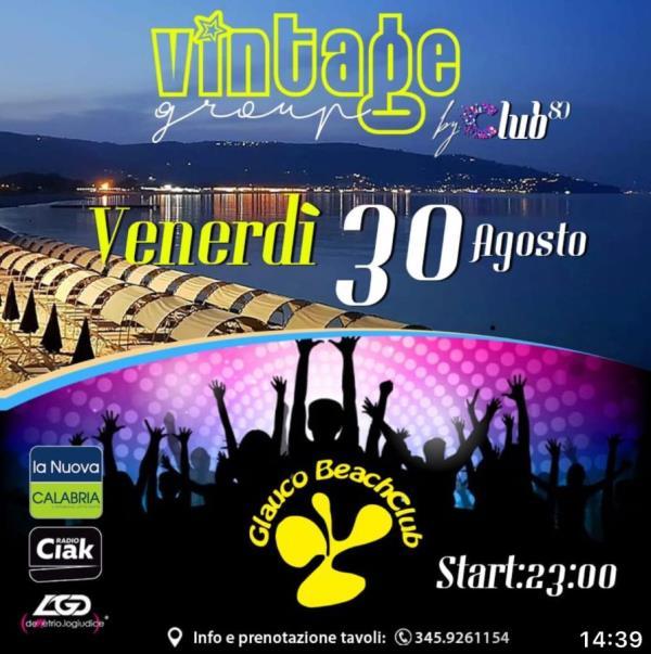 images A Soverato con Club 80 si fa festa per l'ultimo venerdì d'estate