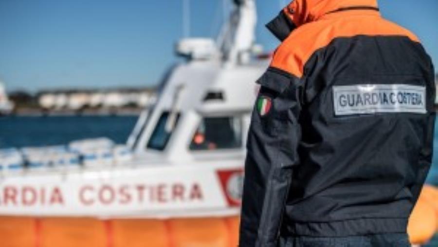images Affonda una barca a Pizzo, salvati un bimbo e due adulti