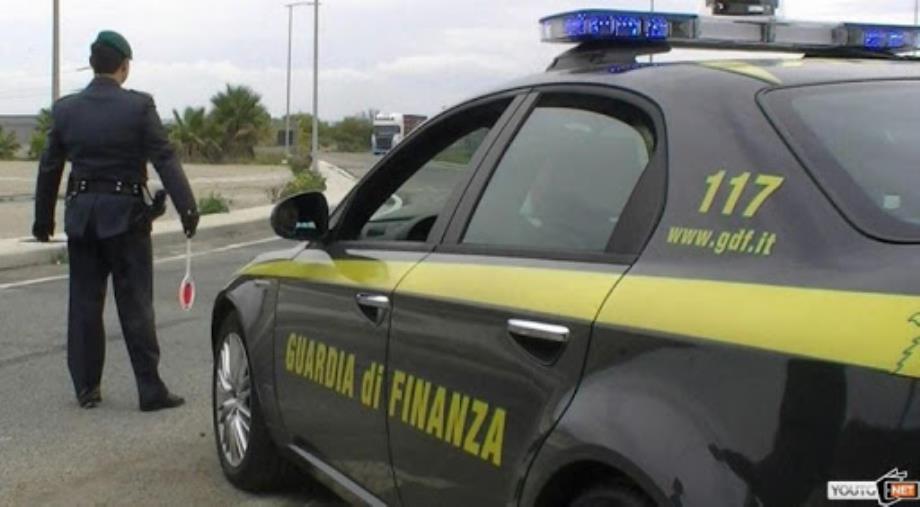images Coronavirus. Semplici detergenti venduti per dispositivi medici: interrotto il traffico di 5mila flaconi a Catania