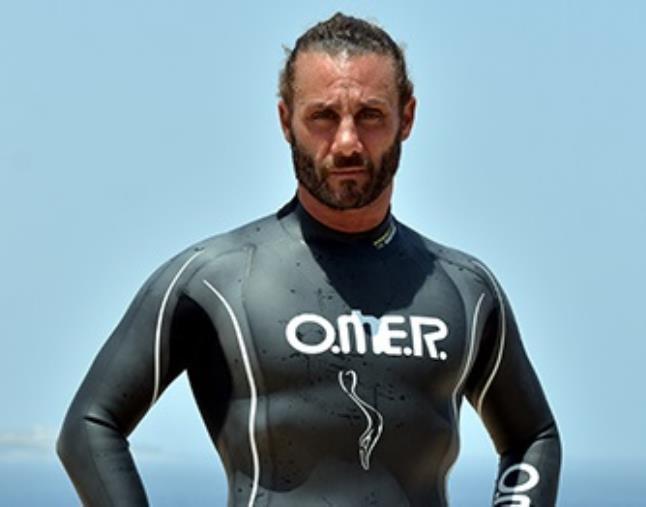 Nuoto. Colpo della Calabria Swim Race: preso il primatista mondiale Homar Leuci