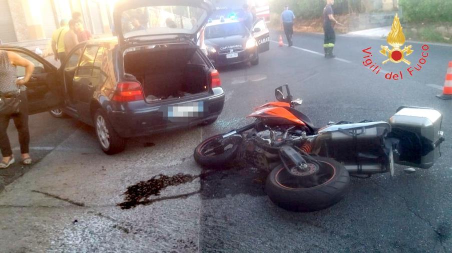 images Badolato, scontro tra auto e moto: un ferito