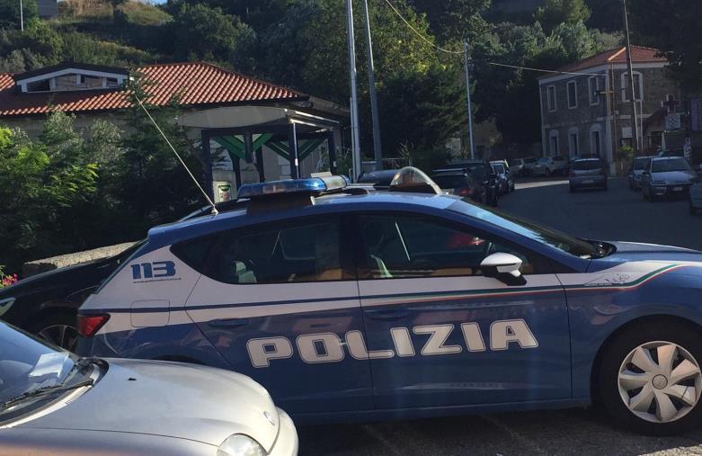 images Gioia Tauro. Blitz della Polizia contro i clan. Il lungomare era la cassaforte della 'ndrina: 17 arresti