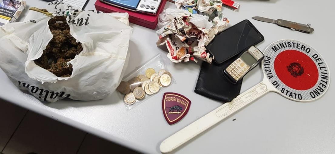 images Crotone, trovato a casa con 170 grammi di marijuana: arrestato un 31enne
