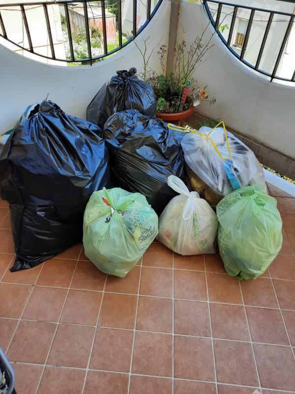 """images """"Dal 25 marzo positivi al Covid e nessuno ritira la spazzatura"""": lettera denuncia di una famiglia di Catanzaro"""