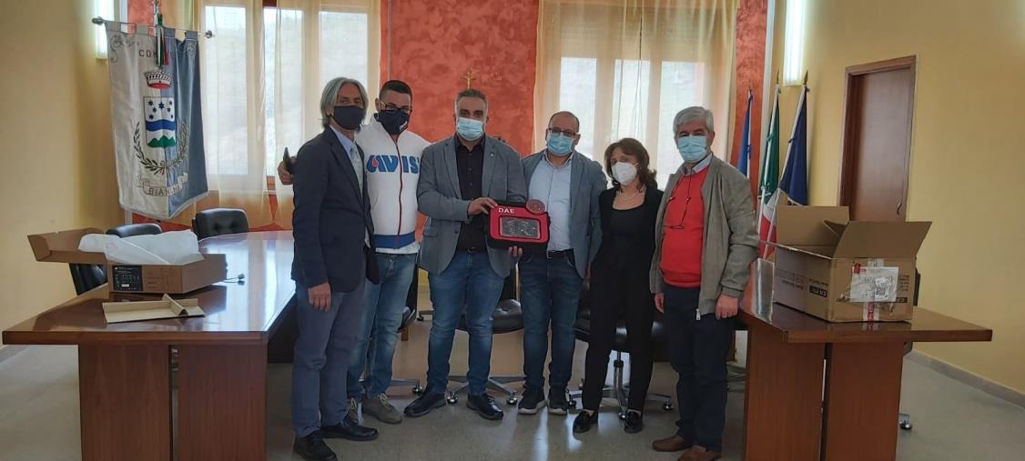 images Il Rotary Club Rogliano Valle del Savuto dona un defibrillatore al Comune di Bianchi