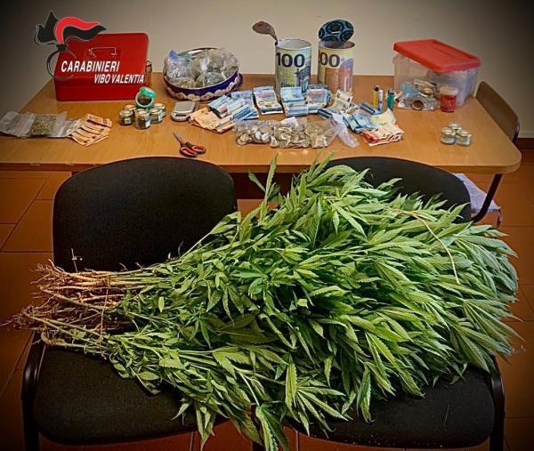 images Marijuana e 5 mila euro nascosti: in manette un 36enne di Filadelfia