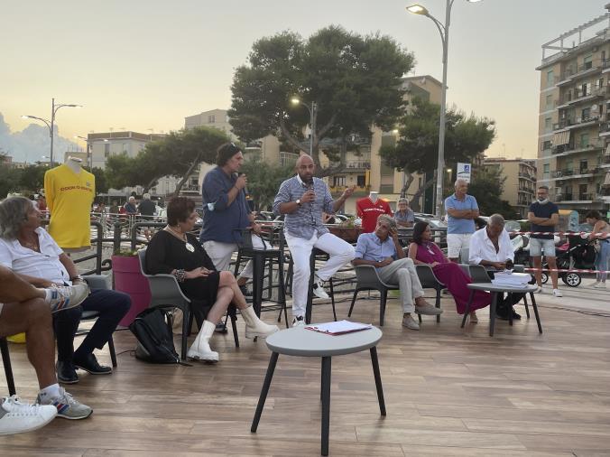 """images Il ritrovo delle vecchie glorie del Catanzaro in serie A alla terrazza Saliceti. Il dg Foresti: """"Fiducioso per la B"""""""