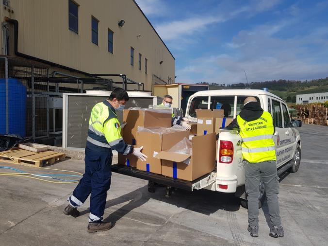 """images Coronavirus. La macchina della solidarietà a Catanzaro finora ha servito 350 famiglie.  Abramo ringrazia tutti: """"Uniti e coesi, è il vero senso di una comunità"""""""