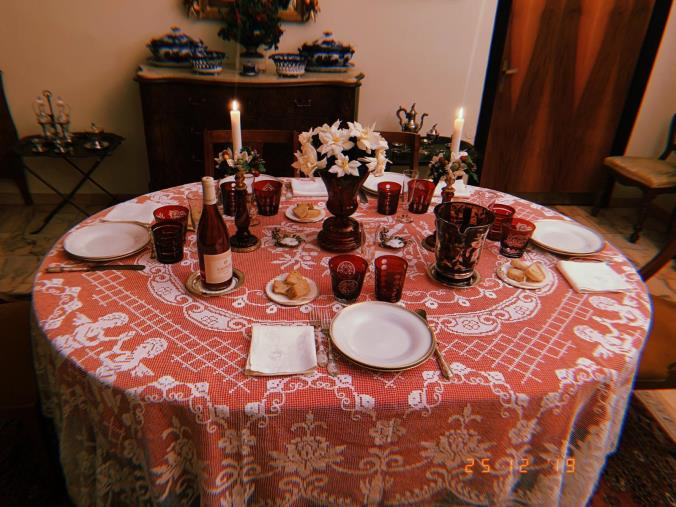 images Il nuovo decreto: Natale, Capodanno ed Epifania in zona rossa. Le deroghe per amici e parenti