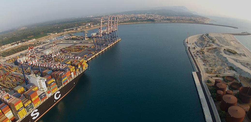 images Coronavirus. Requisite al porto di Gioia Tauro 19 tonnellate di materiale sanitario
