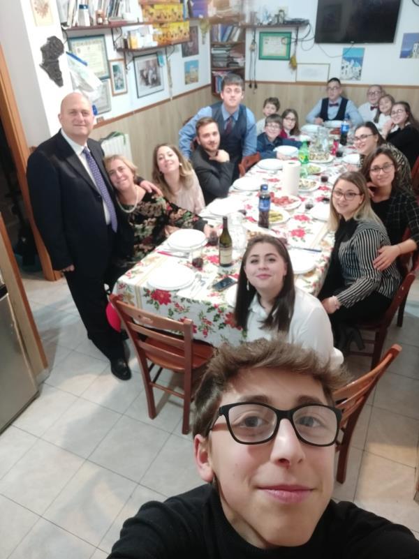 """images """"La nostra quarantena con 15 figli"""". La famiglia Anania di Catanzaro racconta la sua quotidianità ai tempi del Coronavirus"""